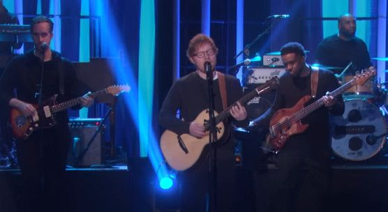 "Ed Sheeran apresenta ""Shape Of You"" com banda no talk show de Ellen DeGeneres #Banda, #Brasil, #Cantor, #Disco, #EdSheeran, #EllenDegeneres, #Hit, #M, #Noticias, #Novo, #NovoSingle, #Programa, #SãoPaulo, #Show, #Single, #Youtube http://popzone.tv/2017/02/ed-sheeran-apresenta-shape-of-you-com-banda-no-talk-show-de-ellen-degeneres.html"