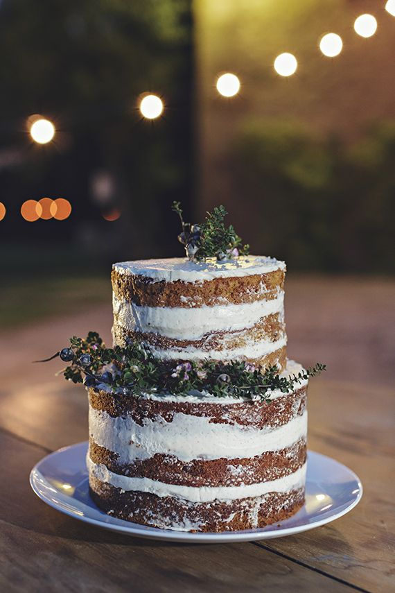 Naked wedding cake | Photo by Raquel Puras from 3 Deseos y Medio | Read more - http://www.100layercake.com/blog/?p=76863