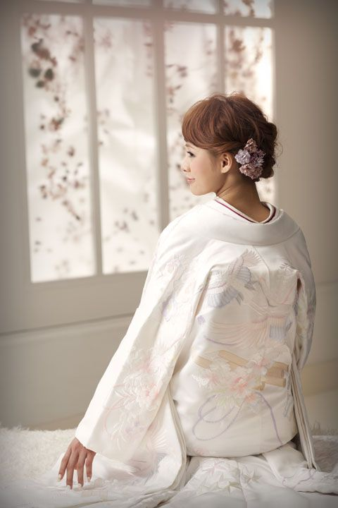 white shiromuku kimono bride