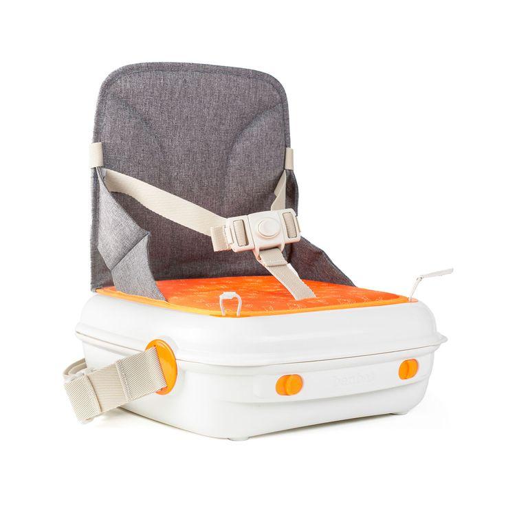 Ce rehausseur de table est indispensable à emporter quand vous vous déplacez avec un bébé ou un enfant en bas âge ! Portable et léger, il est conçu comme un sac de transport, vous y rangez tout ce dont vous avez besoin : des couches, biberon, lingettes...Lorsque vous prenez un repas à l'extérieur de chez vous, votre enfant ne s'assied plus sur vos genoux mais sur ce rehausseur. Vous n'avez pas, non plus, à utiliser les sièges d'appoint des restaurants, pas toujours attrayants. Ce que les…