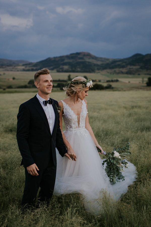 Earthy glam wedding inspiration | Image by Page & Holmes Photography