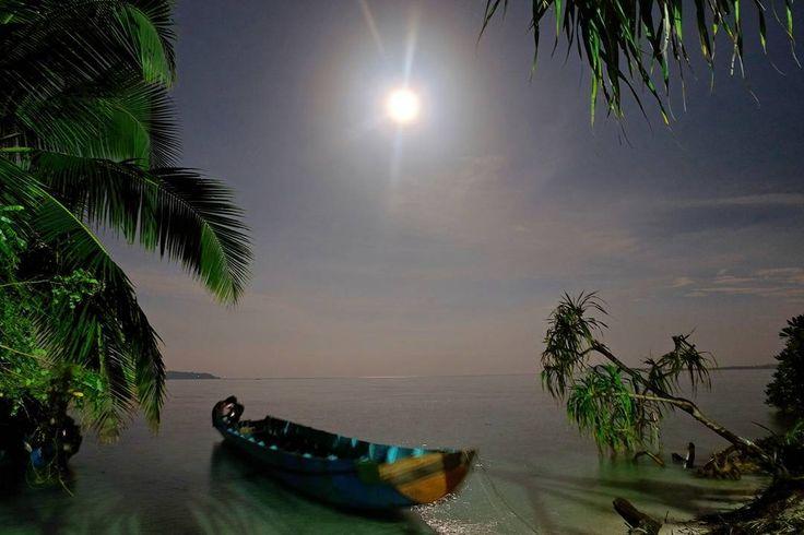 Fullmoon #nofilter .  #traveling #me #fullmoon #moon #beach #islandlife #island #fujifilm #fujifilm_id #photo #magic #magician #beautiful #fullmoon