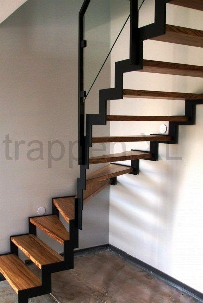 25 beste idee n over traptreden op pinterest trap opknappen trap makeover en trappen - Ideeen deco trappen ...
