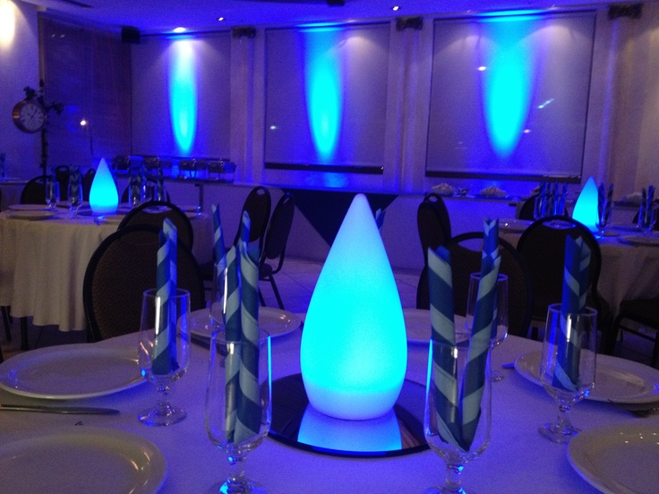 close up! these tear drop center pieces can change colors to suit your vibe