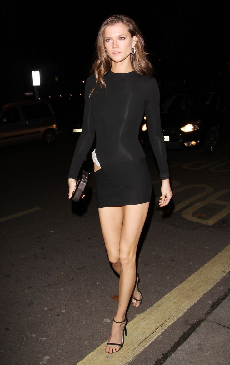 Kasia Struss going back to her hotel after the Victoria's Secret Fashion Show - http://celebs-life.com/?p=69326