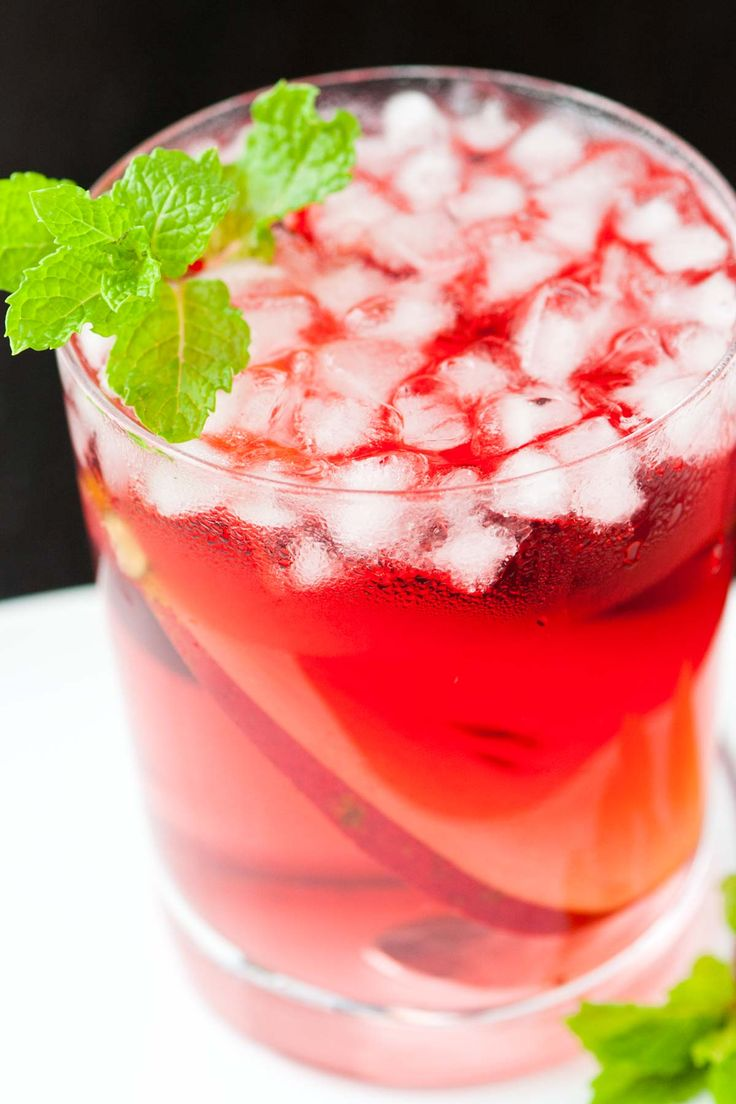 Pear Vodka and Cranberry Cocktail Recipe