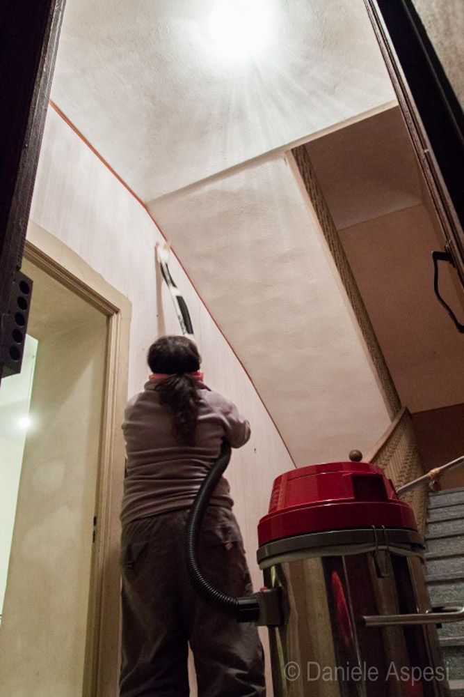 Home renovation & Diy in Monferrato, Italy - Italian farmhouse on the hills near Asti - cleaning the stairs with an industrial vacuum cleaner
