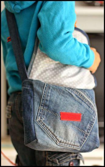 Eine Tasche so richtig nach Anleitung habe ich schon lange nicht mehr genäht, doch mit Nähvideos näht es sich viel leichter und macht mehr S...