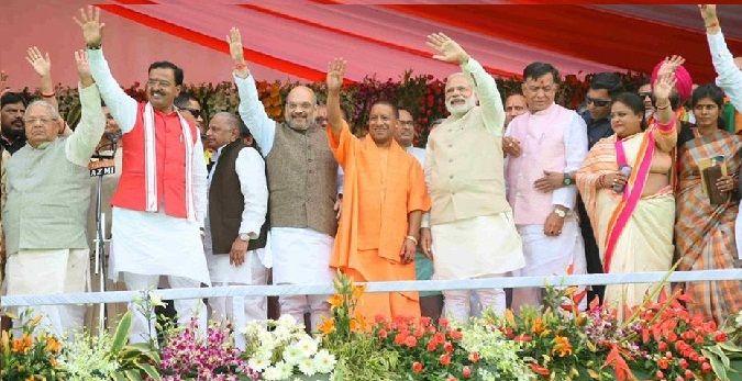 LUCKNOW: उत्तर प्रदेश के मुख्यमंत्री के रूप में आदित्यनाथ योगी ने शपथ ले ली है. मुख्यमंत्री और मंत्रिमंडल का शपथ ग्रहण समारोह लखनऊ स्थित कांशीराम स्मृति उपवन में हुआ.   #Akhilesh Yadav #Amit Shah #BJP #BSP #Cabinet #Govern