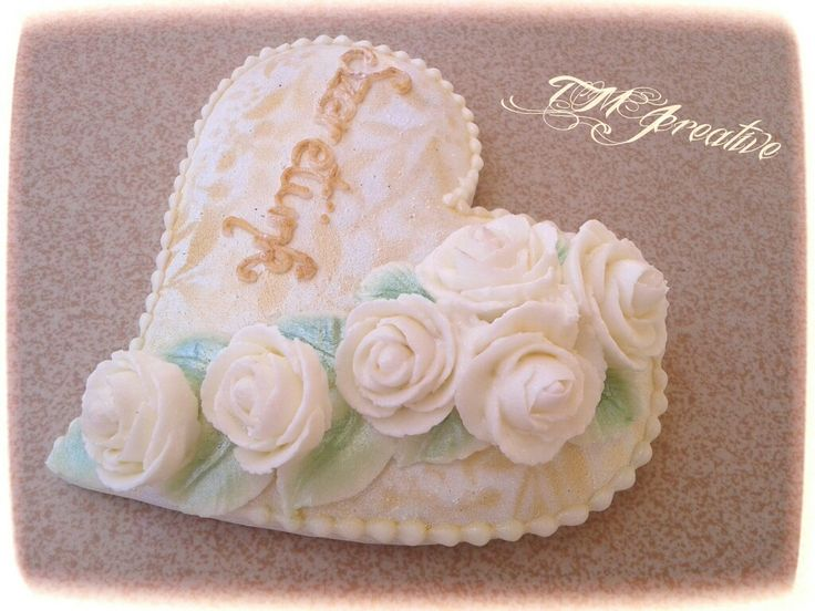 #TMJcreative #royalicing #gingerbreadcookie #weddingcookie #lovecookie #mézeskalács