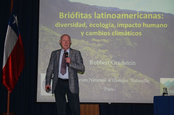 Con la Presentación del gran botánico Holandés Dr. Robbert Gradstein, se dio inicio, a la Reunión de Botánica Criptogámica, 2014 en la Universidad Bernardo O'Higgins, organizada por el Centro de Investigación en Recursos Naturales y Sustentabilidad, Cirenys de la UBO; la Pontificia Universidad Católica de Chile y el Museo Nacional de Historia Natural, que reunió a biólogos, investigadores y estudiantes de todo el país.