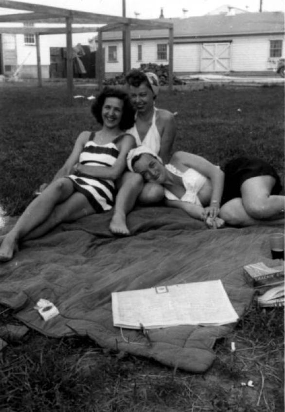 Esther Herbert and friends enjoying a break from the Women's Army Corps. Circa 1944-1945 :: ONE National Gay and Lesbian Archives