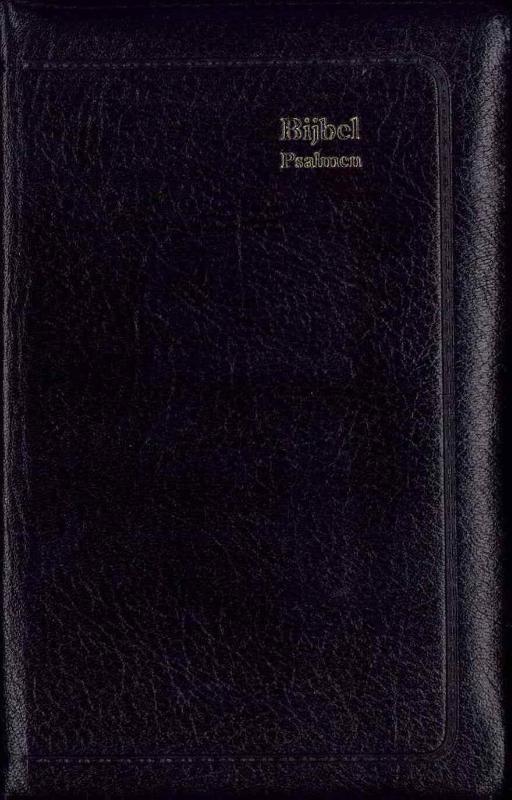 Bijbel Statenvertaling met Psalmen berijming 1773 en 12 Gezangen (ritmisch)  Statenvertaling met Psalmen 12 gezangen en formulieren. Leren zwarte band goudtitel en goudsnede duimgreep rits. Ritmisch. Bijbel Statenvertaling met Psalmen berijming 1773 en 12 Gezangen (ritmisch). Micro-editie zwart leer goudsnee rits index (9789065392541). Auteur: Onbekend. Uitgever: Jongbloed. Taal: Nederlands. Lengte: . Uitvoering: Hardback  EUR 99.50  Meer informatie