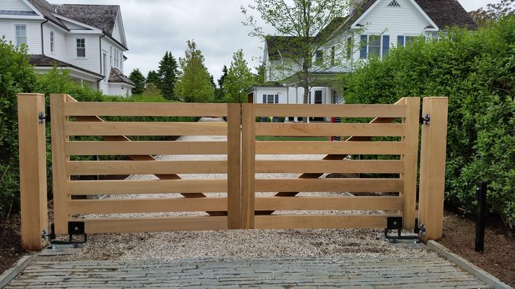 Custom Design Wooden Driveway Gate With Auto Access