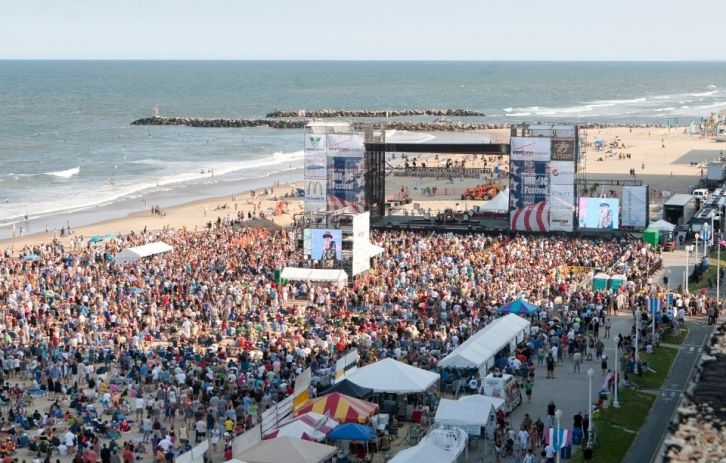 It S All Hening On Beach Street Usa Great Entertainment At The Virginia Oceanfront