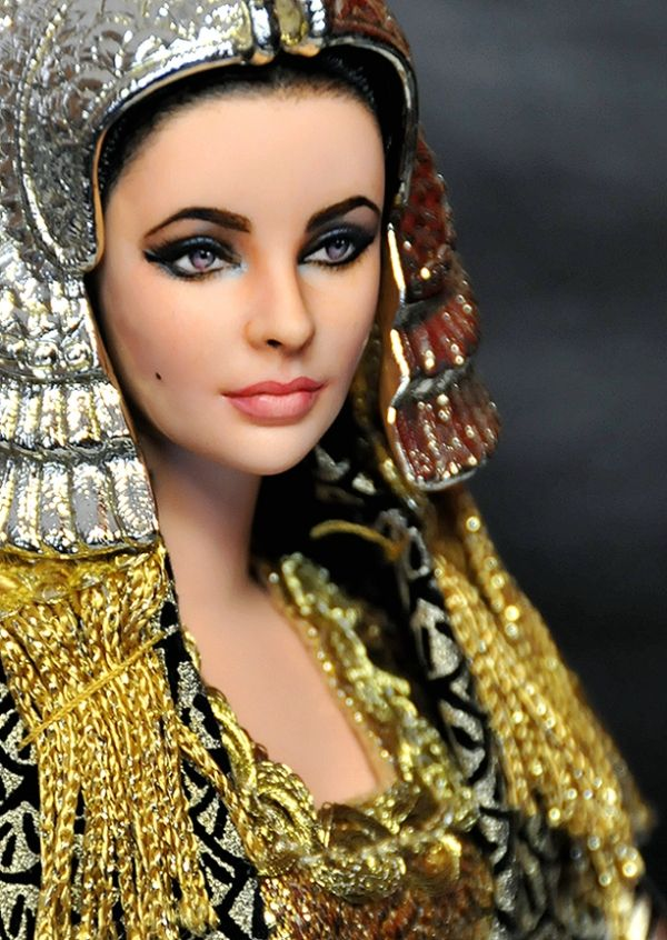 These are so amazing. I particularly like Elizabeth Taylor and Daniel Craig.Realistic Celebrity Dolls by Noel Cruz