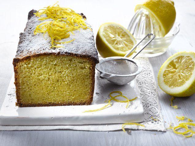 Sitruunainen mantelikakku on mehevöitetty mantelimassalla mahtavan makuiseksi. Kakku säilyy mantelimassan ansiosta tavallista kakkua pidempään. http://www.oetker.fi/fi-fi/rezepte/r/sitruunainen-mantelikakku.html #kakku #mantelimassa