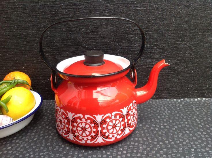 Kaj Franck For Arabia Finel Red Teapot / Kettle Finland Mid Century Modern circa 1960 by Onmykitchentable on Etsy https://www.etsy.com/uk/listing/220809225/kaj-franck-for-arabia-finel-red-teapot