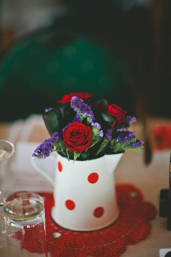 tischdeko in polka dot kanne / table decoration in polka dot pitcher