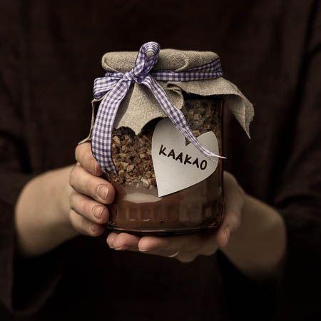 Täydellinen joululahja kaakaofanille. Wiener nougat crush antaa suklaiselle juomalle hieman luksusta.