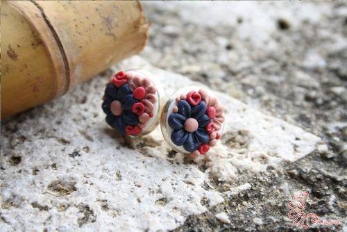 piccoli prati fioriti da indossare ai lobi delle orecchie