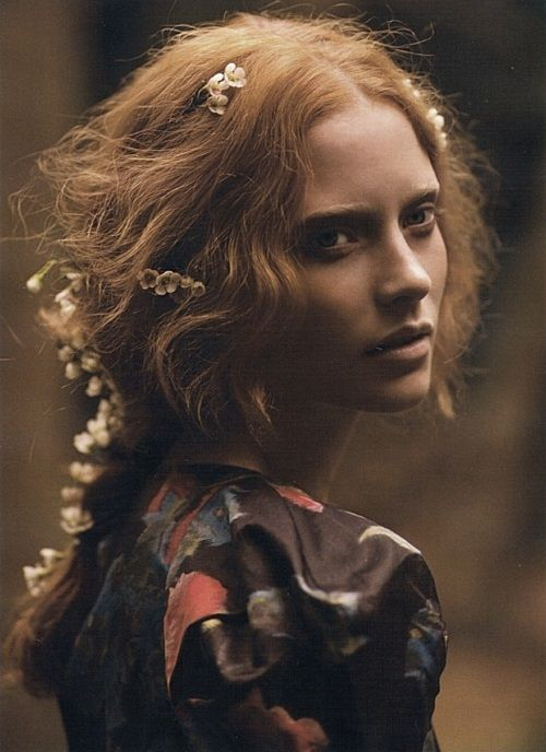 seensense:    Flowers in December  Lula #9 Fall/Winter 2009/2010    cecile sinclair