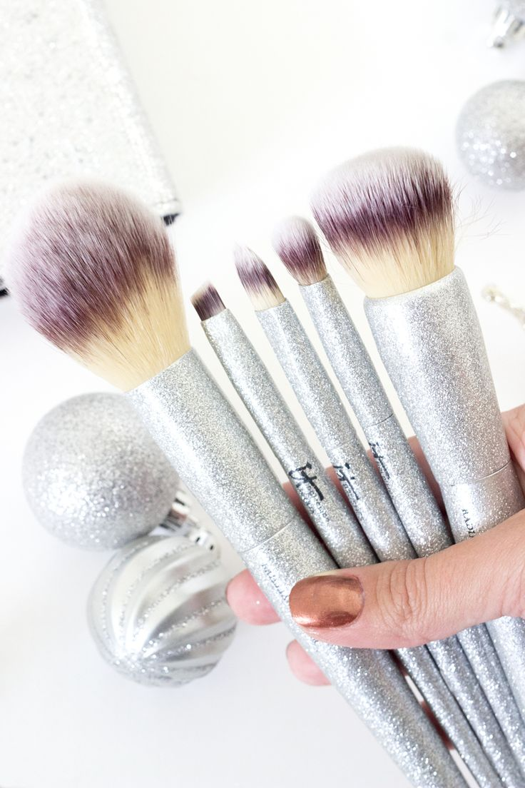Looking to add a little sparkle to your brush collection? Then you NEED to check out this Limited Edition holiday set from IT for Ulta!