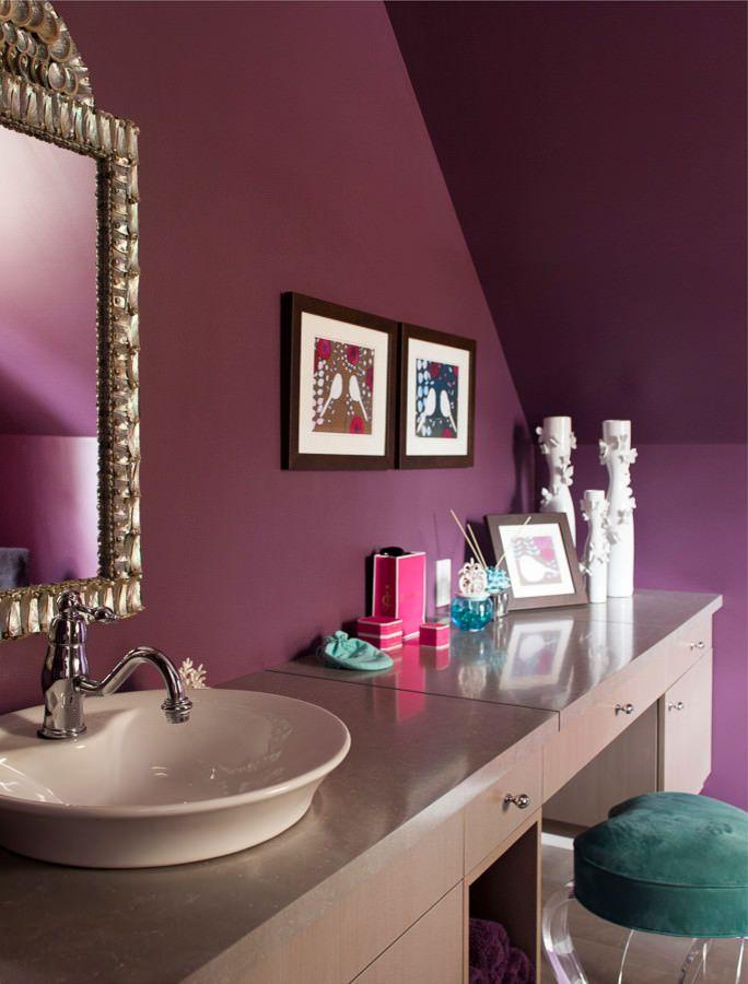 фиолетовые стены в санузле