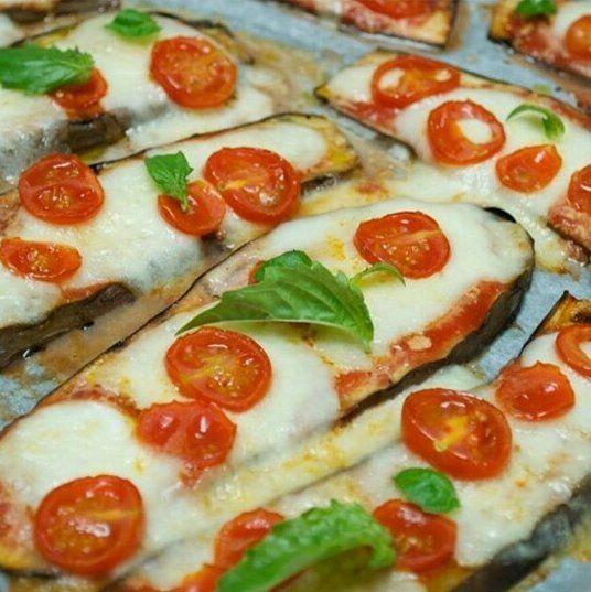 """400 curtidas, 18 comentários - Anuncie sua loja aqui (@estilomulhervirtuosa) no Instagram: """"Coisa boa, e bem na hora da fome! ・・・ Pizza de Berinjela low carb  Receita Ingredientes: 2…"""""""