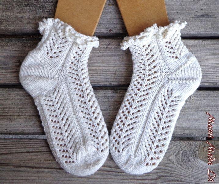 Socken - Bettsocken, Lochmuster, weiß mit Rüschen, 38-40 - ein Designerstück von mamimadeit bei DaWanda