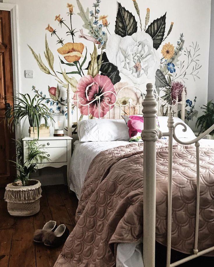 Legende Tapetenwandgemälde im Schlafzimmer. Atemberaubende Blumenpracht.