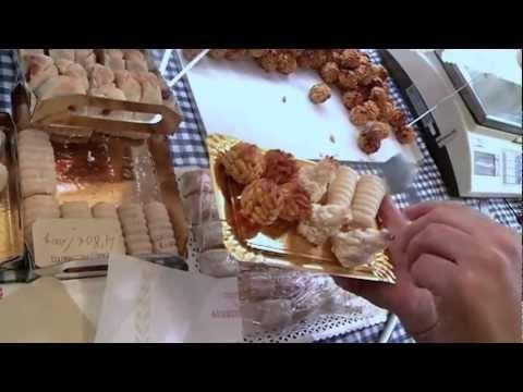 PRODUCTE: ELS PANELLETS   Roberto Navarro, de la pastisseria BR del mercat de Lesseps, explica com fer panellets a casa