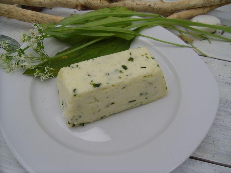 Domácí kozí sýr tvarohový s medvědím česnekem