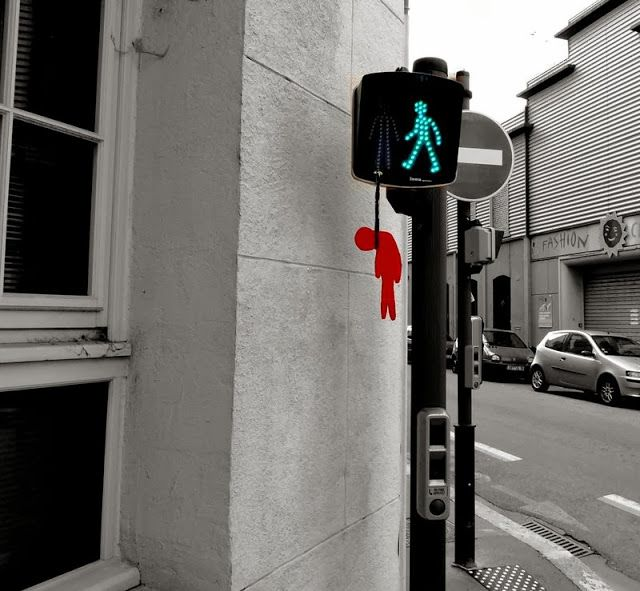 5 incredible funny street art works by french artist OakOak http://restreet.altervista.org/oakoak-gioca-con-le-imperfezioni-delle-strade/