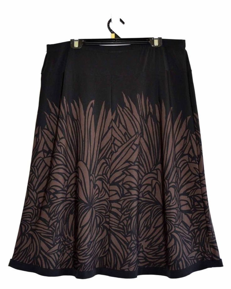 Free Postage (size 18) Suzannegrae Skirt - Black Skirt - Brown Leaf Pattern - XL