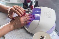 Inicia un negocio en el que ofrezcas servicios de manicura, pedicura y diseño para uñas.
