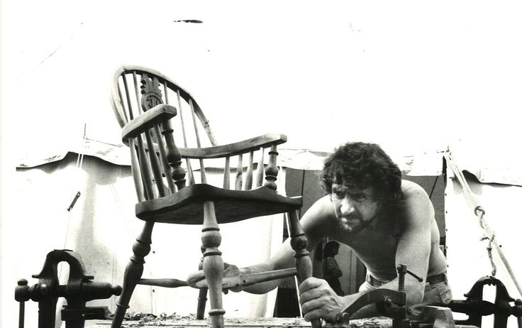 #tbt 'No machine can be compared to the human hand' says chairmaker Bill Hadfield c1979 @Art In Action pic.twitter.com/3lpZuvmKxP