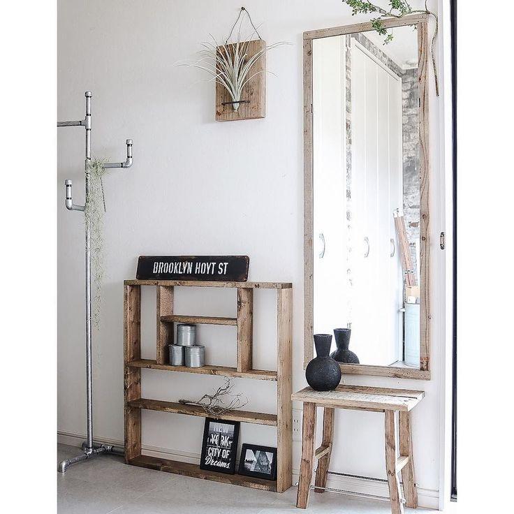 IKEAのシンプルなウォールミラーに古材で枠をつけました オーダーいただいてたガス管ハンガーラックと調味料ラックもできました 気に入っていただけますように(ㅅ   ) #rusticinterior #男前インテリア #海外風インテリア #アトリエ #interior #atelier #studio #interiordecor #furniture #オーダー品 #ypkworks #industrial#DIY#pipefurniture by yupinoko