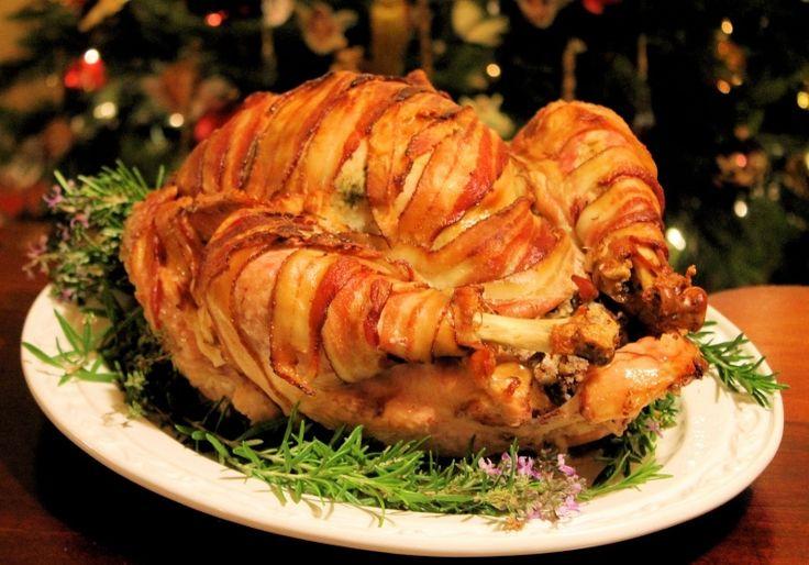 Γιορτινή Γαλοπούλα τυλιγμένη σε μπέικον - gourmed.gr