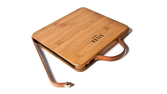 A bamboo laptop case? How amazing :} I`d like to have one :}