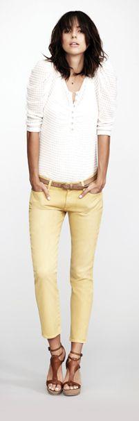 Gele broek dus met wit combineren
