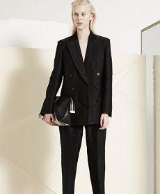 Μόνο η Stella McCartney  μπορεί να μετατρέψει μια ολοκληρωμένη συλλογή Pre – Fall σε ένα πραγματικό συμβάν μόδας που κόβει την ανάσα.