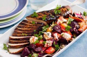 En riktig ljuvlig måltid med Hasselbackspotatis med festlig fläskfilé! Receptet och mer inspiration finner du på Tasteline.