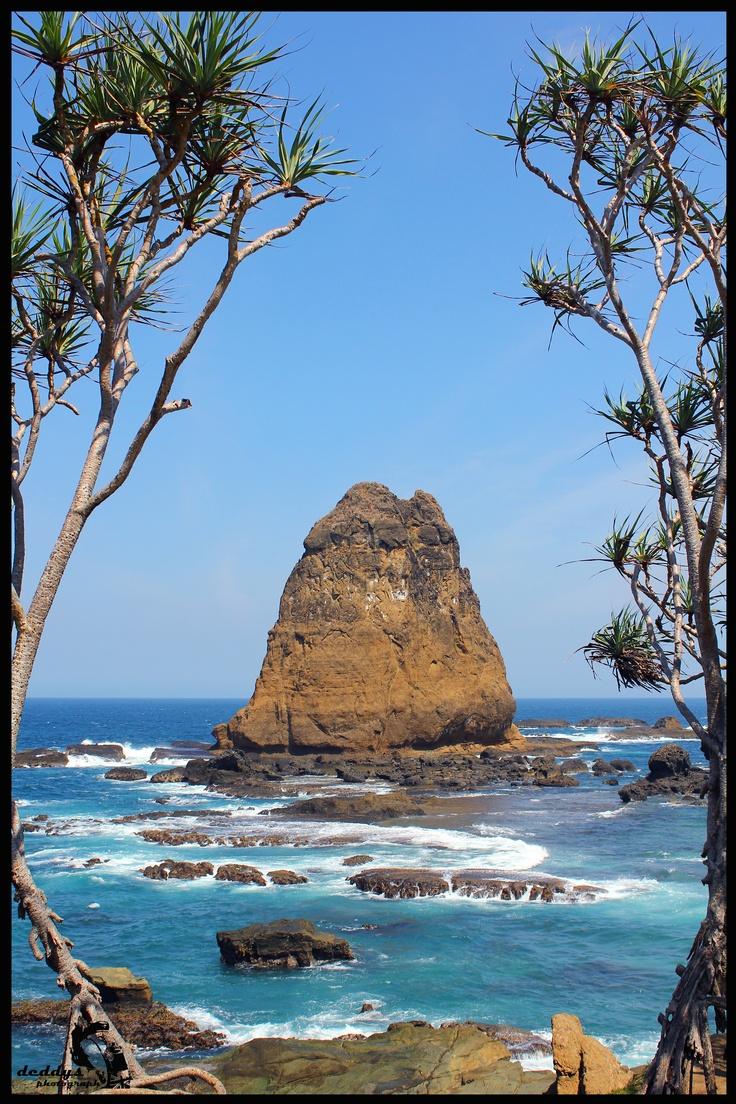 papuma beach, jember - east java. (ayo mari brangkat ksitu, anyone?)