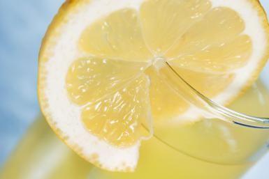 Forget Long Island, I Want Hawaiian Iced Tea: Bring your Long Island Iced Tea to the tropics with the Hawaiian Iced Tea.