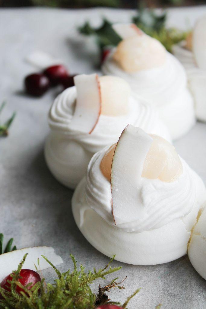 Pavlova noix de coco et litchi {sans lait} - aime & mange