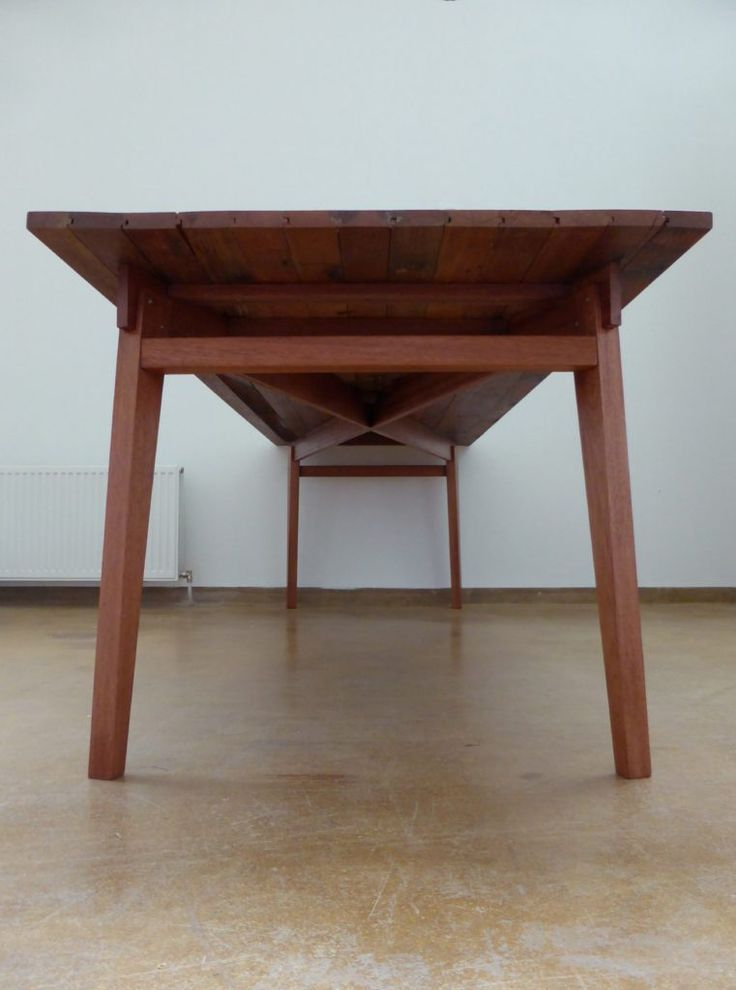 Retro tafels van Meranti gymzaal vloerdelen – Signed by Stephen