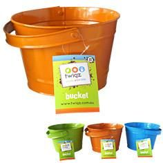 Twigz children's gardening buckets are a strong steel construction with a riveted swivel handle. The squat shape and large rim of the bucket make is easy for c