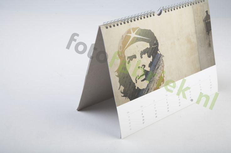 Je eigen jaarkalender ontwerpen? Je maakt 'm zelf met je mooiste digitale foto's bij fotofabriek.nl. Leuk voor bijvoorbeeld vakantiefoto's of foto's van je huisdieren. Liggende A4 jaarkalender. Voeg je eigen foto's of ontwerp toe. De dagen op je kalender kun je invullen. Gemakkelijk te maken in de Online Creator.