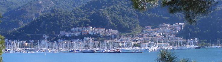 Fethiye een pittoresk stadje aan de Middellandse zee. Paradijselijk Turkije met weelderige baaien voorzien van helder blauw water en witte zandstranden. Cultuur, natuur, uitgaan, winkelen en zon, zee en strand.